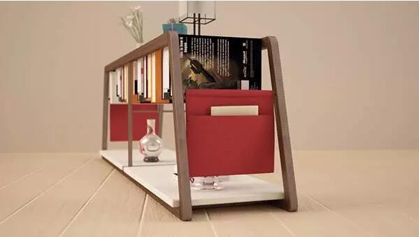 挂在墙上的书架,一端放书,另一端放植物,为墙壁多添一丝生气.-